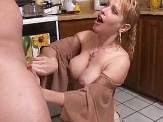 Mom Needs to Eat!!
