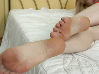 Hot nylon feet