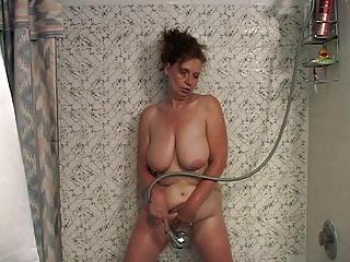 Milf Suzy showers