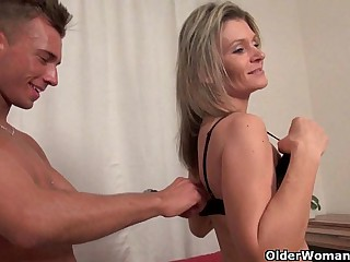 Unload your cock on mom